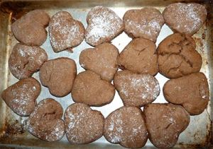 Cookies on pan fresh out of oven