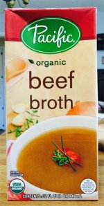 Close up of a 32 ounce box of Pacific Organic Beef Broth.