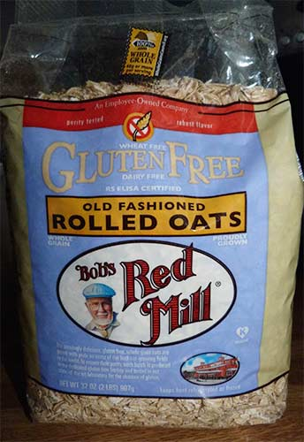 Package of Bob's Red Mill Old Fashioned Rolled Oats.