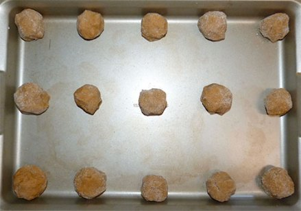 Baking tray with fifteen balls of cookie dough.